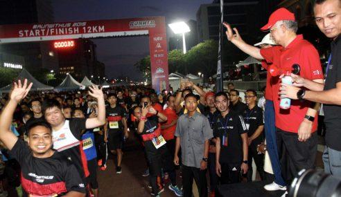PM Lepaskan Peserta '#RunWithUs 2015' Di Dataran Putrajaya