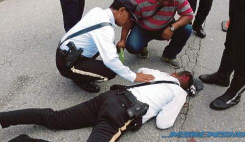 Mat Rempit Rempuh Anggota Polis Sehingga Terpelanting