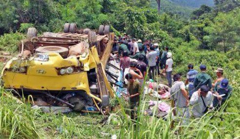 16 Terbunuh, Bas Jatuh Gaung Di Kemboja