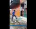 Video: Aksi Polis Pujuk Lelaki Mengamuk Terima Kepujian