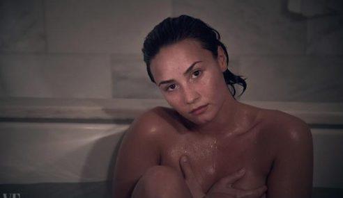 Giliran Demi Lovato Tampil Bogel Untuk Majalah