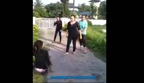Video: Lagi Gadis Kelantan Bergaduh, Kali Ini 'Wrestling'