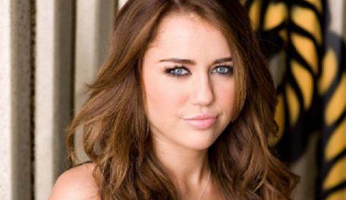 Miley Cyrus Patut Kembali Nyanyi Lagu Genre Country