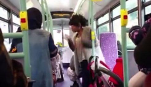 Video: Wanita Rasis Kutuk Orang Islam Dalam Bas