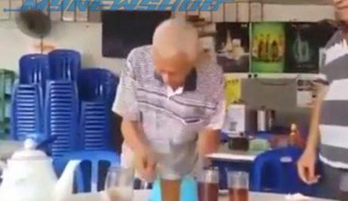 Video: Lelaki Tua Tunjuk Kemahiran Bergendang
