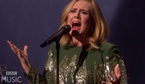 Video: Tonton Adele Nyanyi Lagu 'Hello' Live Pertama Kali