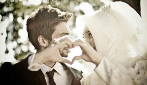 Suami Isteri Salah Faham Cuma 'Main' Mesra Malam Jumaat