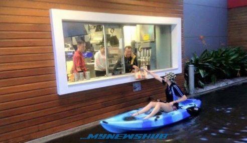 Banjir Kilat Bukan Penghalang Untuk Wanita Ini Beli McDonald's