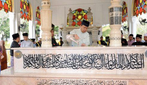 Sultan Selangor Ziarah Makam Diraja Klang