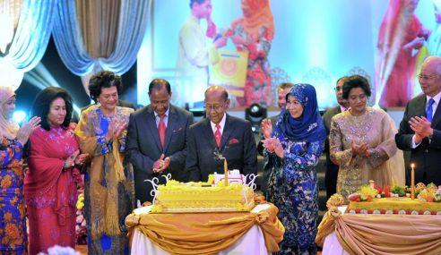 Agong Dan Raja Permaisuri Hadir Majlis Santapan Amal YAYSH