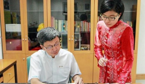 Fasih Mandarin Bantu Gadis Melayu Tingkat Kerjaya