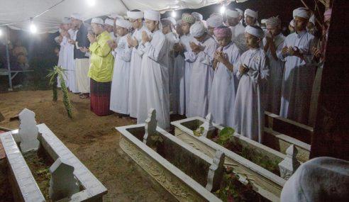 Jenazah 2 Pelajar Malaysia Selamat Dikebumikan