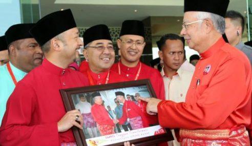 """""""Bukan Mukhriz Vs Najib"""""""