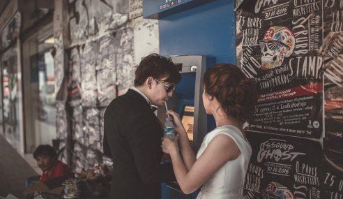 Unik! 'Real Wedding', Gambar Kahwin Lain Dari Lain