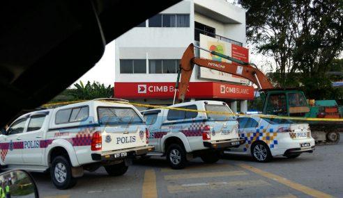 Jengkaut Rompak ATM Bank 500 Meter Dari Balai Polis