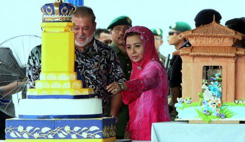 Lebih 10,000 Rakyat Johor Meriahkan Jamuan Teh Sultan Johor