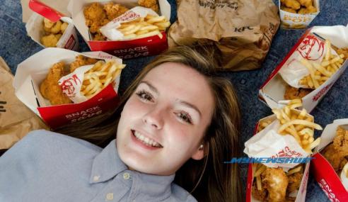Gadis Hanya Makan Ayam KFC Untuk Hidup