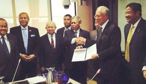 Ku Li Tandatangani Deklarasi Kelantan Sokong PM