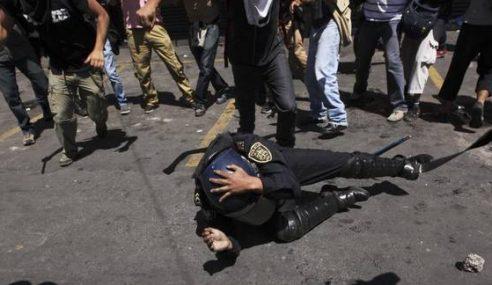 Anggota Polis Cedera Dipukul Penunggang Motosikal