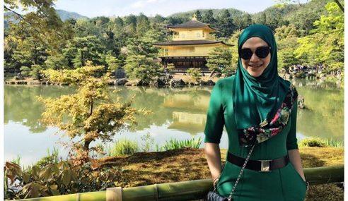 Kecoh Zizie Ezette Buka Tudung Semasa Melancong Di Jepun