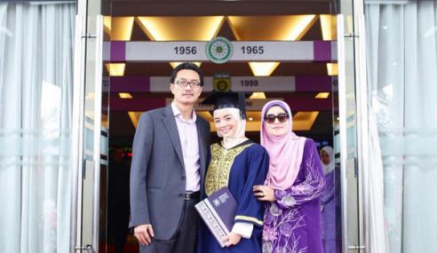 Mira Filzah Cantik Di Majlis Graduasi, Kini Miliki Ijazah