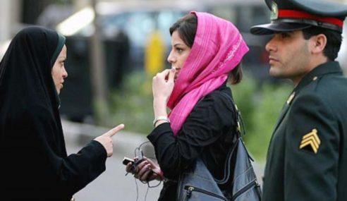 7,000 Ejen Polis Rahsia Iran Pantau Wanita Tanggal Tudung