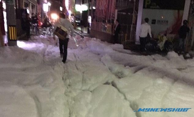 Buih Misteri Penuhi Jalan Selepas Gempa Bumi Di Jepun