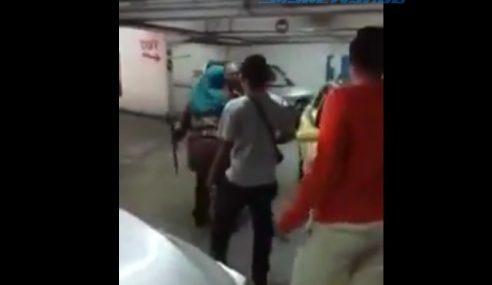 Video: Wanita Bertengkar Rebut Kotak Parkir Kereta