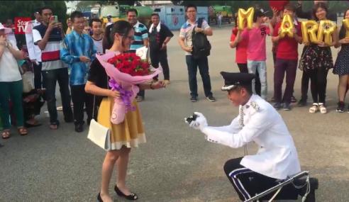 Inspektor Lamar Kekasih Di Hari Graduasi Polis