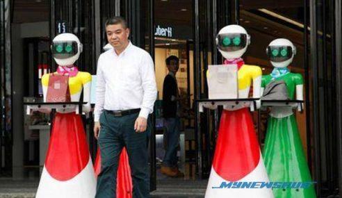 Jutawan Guna 8 Robot Bantu Beli-Belah Dikecam Suka Menunjuk