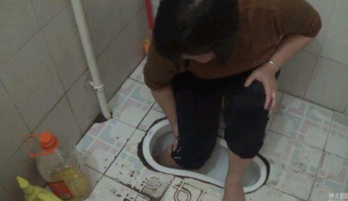 Wanita Nasib Malang Kaki Tersekat Dalam Lubang Tandas