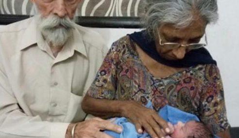 Nenek 70 Tahun Lahirkan Bayi Di India
