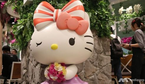Kafe Hello Kitty Singapura Bakal Mohon Sijil Halal
