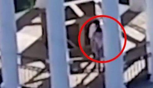 Seks Atas Menara Gereja, Aksi Pasangan Dirakam Dron