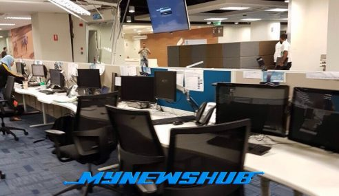 Video: Staf Panik, Siling Ofis Roboh Ditimpa Hujan Batu