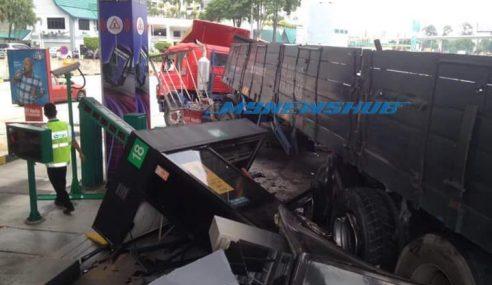 Pemandu Treler Rempuh, Ranapkan Plaza Tol NKVE