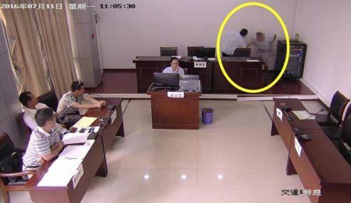 Lelaki Didenda Cuba Berak Dalam Mahkamah