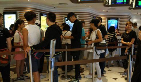 Chow Yun-Fat Beratur Beli Tiket Wayang Filem Sendiri