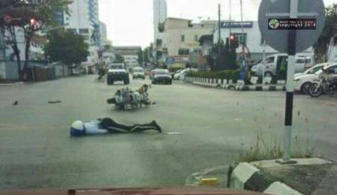 Polis Trafik Tercampak Dirempuh Kereta