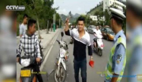 Takut Disaman Polis, Lelaki Rosakkan Motor Sendiri