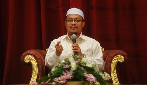 Ustaz Kazim Kurangkan Ceramah, Sedang Tulis Buku