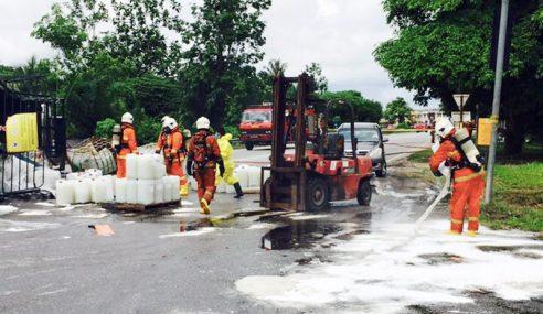 Treler Bawa 40 Tong Asid Sulfurik Terbalik Di Kulim