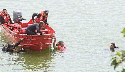 Pemancing Hilang Bot Terbalik Di Sungai Kelantan