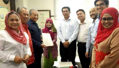 RoS Serah Sijil Kelulusan Pendaftaran Parti PPBM