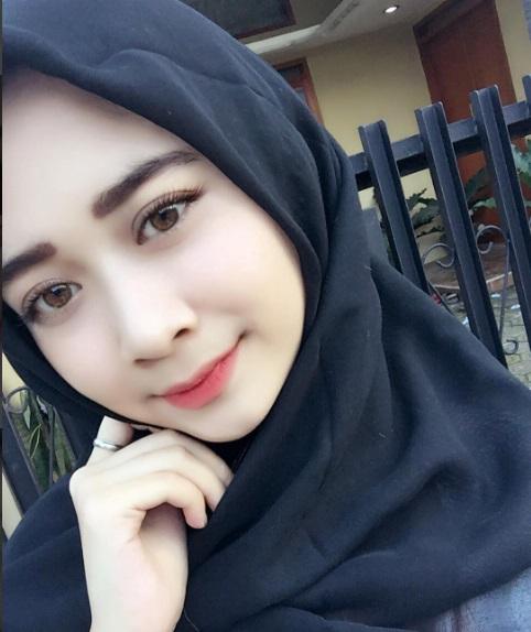Gadis Cantik Mirip Artis Indonesia Melecur Kena Asid