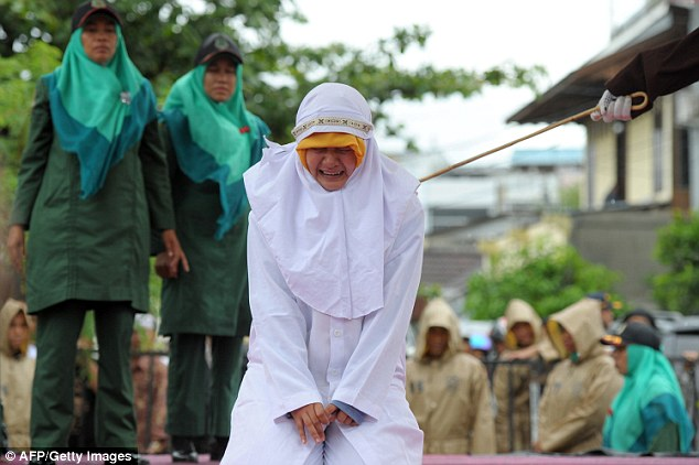 Gambar Gadis Aceh Dihukum Sebat Jadi Viral
