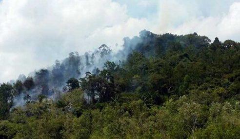Enam Ekar Kawasan Gunung Seraik Terbakar