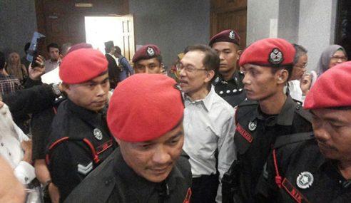 Mahkamah Persekutuan Tolak  Permohonan Anwar