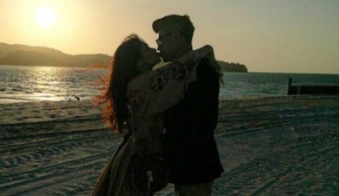 Awal Ashaari 'Ditegur' Kongsi Gambar Cium Scha Di IG