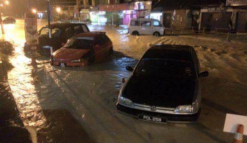 Beberapa Kawasan Di Perak Dilanda Banjir Kilat